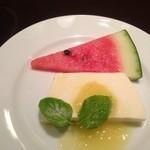クアデラ - コース料理のデザートはパンナコッタレモンソース