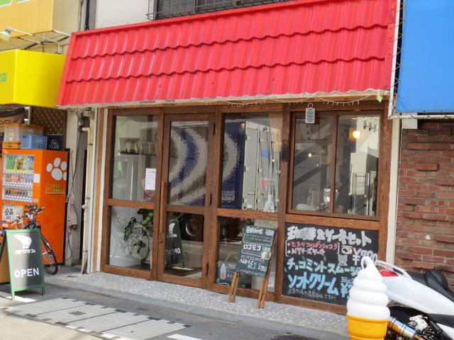 シロクマカフェ - 元クリーンニング店だったそうです。