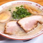 中華そば専門 麺や 頂 - 料理写真:濃厚な塩ダレのサッパリ豚骨!!あっさり食べやすい味の塩とんこつらーめん700円