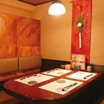 とうあん - 2名~利用できるテーブル席。カップルや女性同士のデート、ご友人同士の飲み会、集まりに。