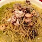 Arumandorino - 魚介たっぷりバジリコパスタは、スープ多めがオススメ。