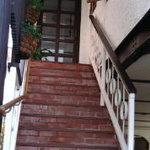 ギャラリー絹 - 店内へつづく階段です。おしゃれ。