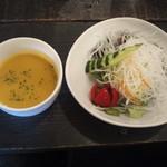 ポレポレ - セレクトランチのスープとサラダです