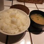 東京トンテキ - ご飯は多め 味噌汁は豚汁