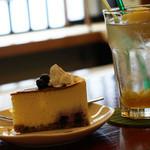 チェリーズ スプーン - ケーキセット(ブルーベリーとホワイトチョコのチーズケーキ&柚子ソーダ)