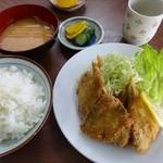 梅月食堂 - あじフライ定食(500円)+ポテトサラダ(100円)