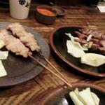 鳥味家 - 串色々。つくね2本で400円 ズリ3本で390円 きも3本で390円など。。。