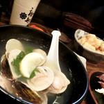 鳥味家 - 向こう側は、お豆腐の天麩羅400円。手前のはアサリが無く、ハマグリ。