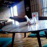 蔵元ごはん&カフェ 酒蔵 櫂 - 築200年を改装した味のある店内