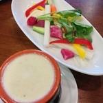 20291743 - 彩り野菜のバーニャカウダー。ソースが美味い。