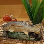 日本料理 空海 - 火鉢に何故か涼感があります。