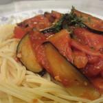 ハシヤ - ナスとベーコンのトマトソース