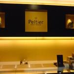 パティスリー・ペルティエ - キレイな店内です。