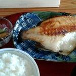 ギャラリー絹 - ランチでいただいた焼き魚定食。エボ鯛でした。