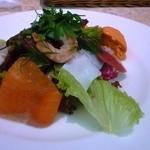 グリル洋定食とみんなのワイン食堂Seiji - シェフのおすすめお得ランチコースの前菜・季節の野菜のムースといろいろ魚介類のサラダ仕立て