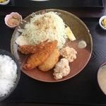 味民 - ミックスフライ定食(700円)