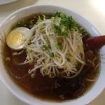 豚太郎 - しょうゆラーメン530円+もやしトッピング70円