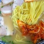 ラーメンセンター本陣 - チャーシュー麺(キムチ乗せ)_2013年7月