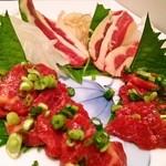 【人気上位メニュー】✿食べなきゃソン 産地直送、【希少】未冷凍福岡県産 の新鮮な馬刺しです。