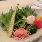 四季彩鉄板くさの - 岡山産旬の野菜サラダ(オイスタードレッシング)