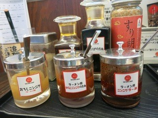 大砲ラーメン 吉野ヶ里店 - 様々んば調味料です。