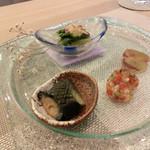 四季彩鉄板くさの - 青菜と焼椎茸のお浸し、夏野菜ゼリー、千両茄子揚げ浸し、ピオーネ霙(みぞれ)和え