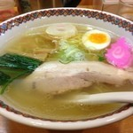 20315493 - はこだて塩らーめん!  味わい深いスープ、ほどよい塩加減。これと細麺の組み合わせが実に喜ばしいものでした。麩も良かったです。スープをたっぷりふくんだ麩。 心も暖まったのでした。
