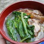 ヴィラ ひるぎ - 料理写真:八重山そば。旅の中で一番美味しかった。トロトロの豚と空芯菜