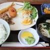 湖畔 - 料理写真:日替定食A「豚肉しょうが焼き・クリームコロッケ・エビフライ」の盛り合わせ(880円)