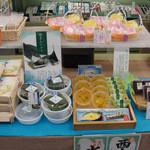 銘菓の老舗 あさ川 - ・・・めろん?どらやきに、めろん??