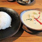 タイ屋台料理&ヌードル オシャ - グリーンカレーライス付750円