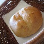 トリニティー - 自家製くるみパン