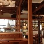 ラディーチェ - まき窯とオープンキッチンがいいですね。