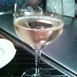 横浜うかい亭 - オーガニック葡萄ジュース(白)。