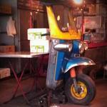 ペパカフェ・フォレスト - タイの三輪バイタクのインテリアです。ダイハツ工業のミゼットの初期型と思われます。