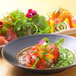 北浜 懐食 こおげ - 『海の幸のきらきらサラダ』と『生ハムと野菜のサラダ』