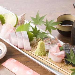 【食べるべき一品】嵯峨ノ島のお刺身盛り合わせ