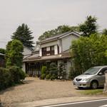 Kiwaiya - 県道側の入口。