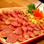 ニランカフェ - ①ネーム:豚肉を米で発酵させたソーセージ。