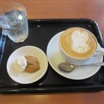 エスプレッソ ファクトリー - カプチーノとクッキー