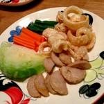 ニランカフェ - ③と④と一緒に出された野菜など。