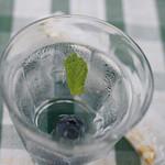 ティアツリー オーチャードカフェ - お水にブルーべりーが