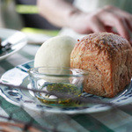 ティアツリー オーチャードカフェ - ランチセットのパン。ライスとパンが選べますがパンがお薦め!