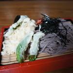 丸万 - 天ざる・天ぷらは一緒に盛ってあります