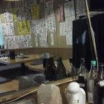 浮かれ海老 - 201307 浮かれ海老 店内(座席から右回り)⇒右サイドの鏡に映った店内(小上り