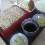 籐寿庵 - ランチの全景^^蕎麦にフライにご飯がたっぷりと付いて来ました^^この時間は夜のアルコールの分は我慢しなければね。艶やかに光った旨そうなご飯でした。