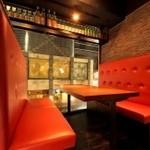 お通 - 接待や宴会等でご利用頂けるソファ席もご準備しております。