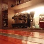 ファニエンテ - カウンターで一杯飲むのも良いかもね!!