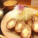 とんかつ桂 - チーズかつ定食1200円 コロモがカリカリ
