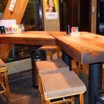 一兆 - 広々としたテーブル席でゆっくりお過ごしください